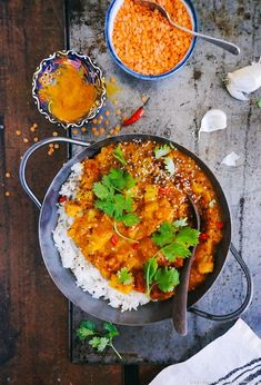 Red lentil and potato dhal Indian Food Recipes, Asian Recipes, Vegetarian Recipes, Cooking Recipes, Healthy Recipes, Ethnic Recipes, Korma Curry Paste, Plat Vegan, India Food