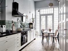 Изкуство и стил в очарователен шведски апартамент