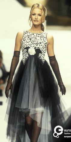 Karen Mulder - CHANEL Haute Couture 1994