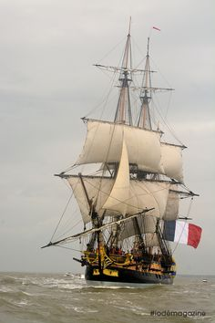 Au large de Royan : l'Hermione! - http://www.visit-poitou-charentes.com/en/Poitou-Charentes-Blog/News-Offers/The-Frigate-Hermione-making-waves-across-the-Atlantic