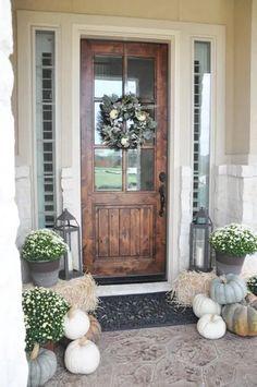 Front Door Design, Front Door Colors, Front Door Decor, Front Porch Fall Decor, Fall Front Porches, Fall Porch Decorations, Entrance Design, Porch Ideas For Fall, Front Porch Decorating For Fall
