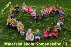 Výsledek obrázku pro tablo predškolákov Big Family Photos, Group Photos, Primary School, Pre School, Orla Infantil, Preschool Pictures, Student Photo, School Auction, Teaching Outfits
