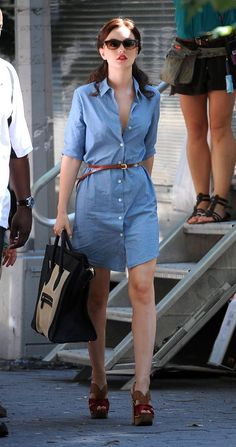 Chambray shirt dress - omg I love this outfit! Gossip Girl Outfits, Gossip Girl Fashion, Casual Dresses, Casual Outfits, Summer Outfits, Dress Summer, Casual Attire, Work Attire, Spring Dresses