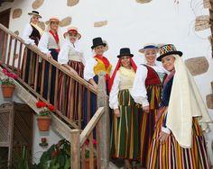 Exposición de Danzas de Cintas, Flores, Varas de Tenerife y Trajes Tradicionales de las Islas Canarias - http://canariasday.es/?p=50800