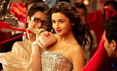 Alia Bhatt sporting a red lip in Student Of The Year Bollywood Outfits, Bollywood Girls, Bollywood Stars, Bollywood Actress, Cute Celebrities, Celebs, Alia Bhatt Saree, Alia Bhatt Cute, Alia And Varun