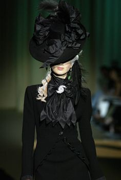 celebrates the essence and beauty of haute couture… Beauty And Fashion, Dark Fashion, Gothic Fashion, Victorian Fashion, High Fashion, Fashion Show, Victorian Era, Victorian Bride, Victorian Hair