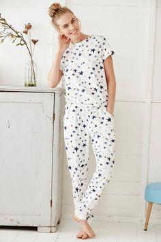 Comfy and stylish women's nightwear & sleepwear - pyjamas, robes & nighties. Pajamas For Teens, Cute Pajamas, Cute Pjs, Satin Pyjama Set, Pajama Set, Pijamas Women, Pajama Outfits, Womens Pyjama Sets, Cozy Outfits
