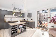 Majorstuen - Lekker, velholdt 4-roms selveierleilighet med sydvendt balkong, to ildsteder og gjennomgående planløsning. Kjøkken og bad fra 2016. | FINN.no
