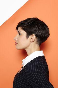 Kurze Haare stylen und Volumen am Hinterkopf erzeugen