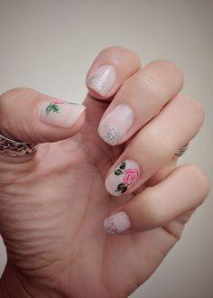 Pretty roses nails 🌹