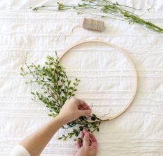 DIY Embroidery Hoop Wreath Project – Cotton Stem DIY Blumenkranz für die Hochzeit Together with the winter chill in full-effect; Decorating the layer can be. Embroidery Hoop Decor, Vintage Embroidery, Diy Embroidery, Embroidery Designs, Handkerchief Embroidery, Machine Embroidery, Advanced Embroidery, Embroidery Tattoo, Mexican Embroidery