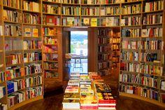 Una iglesia reconvertida en librería en Óbidos -  Livraría de Santiago