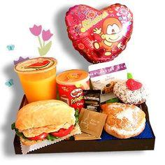 "desayunos green delivery para lima ""desayuno bandeja green Cute Breakfast Ideas, Breakfast In Bed, Ideas Desayunos, Ideas Para, Birthday Surprise Boyfriend, Cafe Menu, Gift Hampers, Asian Cooking, Surprise Gifts"