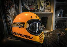 Moto Kram-Clothing up to Accessories # Triumph Scrambler Custom, Triumph Bikes, Cool Motorcycles, Motorcycle Helmet Design, Biker Helmets, Motorcycle Gear, Vespa, Harley Sport, Bell Moto 3
