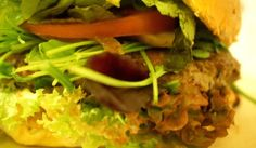 Burger im Black Cat @ Berlin Prenzlauer Berg. #berlin #burger