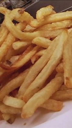 Watch Bobby explain how the chefs at Balthazar have mastered the french fry.