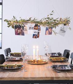 Silvester-Deko: Ein hängender Kranz mit den schönsten Fotos des Jahres #silvester #kranz #silvesterdeko #silvestertischdeko #Beleuchtung #Dekoration #Weihnachten #Wohnen #Gemütlich #Winterdeko #Weihnachtsbaum #LED #DIY #Tutorial #weihnachtenbasteln #weihnachtengeschenke #weihnachtendekoration #weihnachtenbilder #weihnachtenkreativ #weihnachtendeko #Geschenkidee #verschenken #beschenken #nachttisch #fotos #fotoprodukte #fotoabzüge #poster