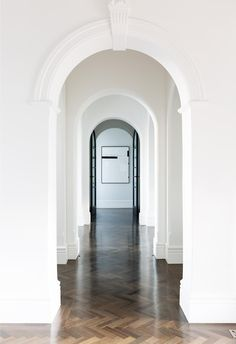 Arched hallway with cornices in modern Sydney home and herringbone floorboards. Monochrome Interior, Minimalist Interior, Modern Interior, Modern Victorian Homes, Victorian Terrace, Dark Timber Flooring, Yellow Houses, House Inside, Modern Coastal