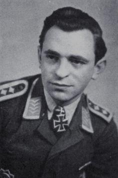 Oberfeldwebel Hans Liebherr (1919-1968), Ritterkreuz 27.07.1944 als Oberfeldwebel und Bordfunker in der I./Nachtjagdgeschwader 4 ✠ War als Bordfunker von Wilhelm Herget an 47 Nachtabschüssen und 11 Tagabschüssen beteiligt. Sein Einsatz erfolgte dabei im NJG 3, NJG 1 und NJG 4 (ca. 710 Feindflüge).