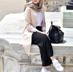 187 blazers hijab casual outfits – page 1 Modern Hijab Fashion, Street Hijab Fashion, Hijab Fashion Inspiration, Muslim Fashion, Modest Fashion, Fashion Outfits, Casual Hijab Outfit, Hijab Chic, Casual Outfits