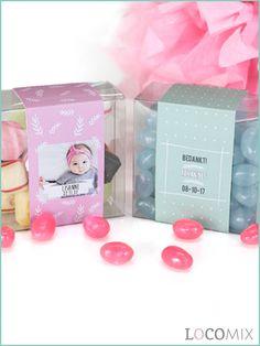 Heb je deze Candy Square doop bedankjes met gepersonaliseerde wikkel al gezien? Deze bedankjes zijn super leuk om te geven na afloop van het doopfeest en zullen zeker in de smaak vallen bij de genodigden? Waarom? De doosjes zijn gevuld met heerlijke snoepjes! Personaliseer de wikkel op Bedankjes.nu.