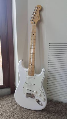 These fender stratocaster are really nice. Fender Telecaster, Fender Squier, Fender Guitars, Fender Bass Guitar, Fender Electric Guitar, Acoustic Guitars, Fender Usa, Gretsch, Guitar Art