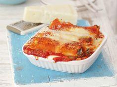 Cannelloni gefüllt mit Ricotta-Rucola-Creme, überbacken mit Bechamel- und Tomatensoße ist ein Rezept mit frischen Zutaten aus der Kategorie Klassische Sauce. Probieren Sie dieses und weitere Rezepte von EAT SMARTER!