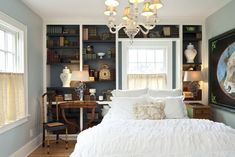 Библиотека в спальне