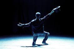 Grupos teatrais de Botucatu abrem Mostra Cênica, nesta segunda (24)  -   Começa nesta segunda-feira (24), no Cine Teatro Nelli, a Mostra Cidade Cênica 162. O evento cultural, que reunirá apresentações gratuitas de circo, dança e teatro até o dia 1º de maio, compõe a programação de eventos em comemoração aos 162 anos de Botucatu.  O espetáculo de abertura - http://acontecebotucatu.com.br/cultura/grupos-teatrais-de-botucatu-abrem-mostra-cenica