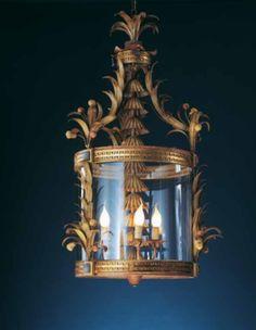 Lanterne de fabrication artisanale dorée à la feuille, disponible chez les Artisans du Lustre: www.i-lustres.com