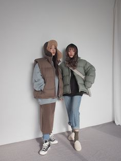 Outfits Otoño, Fall Outfits, Puffer Vest Outfit, Streetwear Jackets, Current Fashion Trends, Winter Fits, Puffy Jacket, Fashion Couple, Fall Jackets