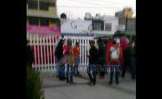 Por tercer día consecutivo, presuntos estudiantes de escuelas normales de Michoacán arribaron al lugar en tres autobuses; entraron y desalojaron al personal para cerrar las instalaciones – Morelia, Michoacán, 08 ...