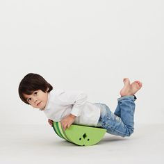 BObles Chicken has endless play functions. The baby can lie on the tummy and hug it, while neck and back is strengthened, and the small child can spread its win