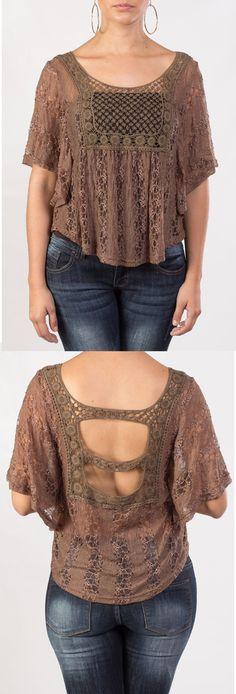 Blusa café, manga corta con un elegante escote en la espalda, ideal para lucir bella y fresca.