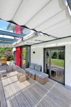 Custom solar protection system for greenhouse, terrace and pergola -> # Sun protection system # Diy Pergola, Pergola Plans, Pergola Kits, Pergola Ideas, Getaway Cabins, Roof Structure, Covered Pergola, Pergola Designs, Conservatory