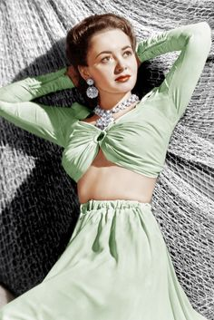 39. Olivia de Havilland, 1941 The crop top was a big look in the early forties, too. We adore Olivia's impossibly glamorous jewels.
