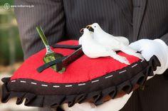 Das Besteck für die #Hochzeitstorte. #Hochzeitsfotos bestehen aus emotionalen Bildern, aber auch aus solchen Detailfotos.