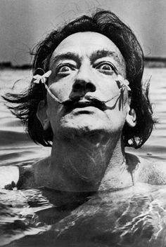 dali in the water | cadaquès | 1953 | foto: jean dieuzaide