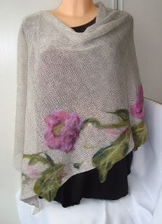Artesania-Handwerk: Poncho , - Fashitaly All Pictures Felt Patterns, Embroidery Patterns, Hand Embroidery, Felted Wool Crafts, Felt Crafts, Nuno Felting, Needle Felting, Wool Quilts, Donia