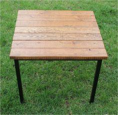 IKEA Hackers: Klubbo + Fjellse Slats = Vintage Industrial Table More adding wood to Ikea metal frames Industrial Table, Industrial Furniture, Vintage Industrial, Pipe Furniture, Build A Table, Diy Table, Ikea Hacks, Wooden Bed Slats, Woodworking Furniture