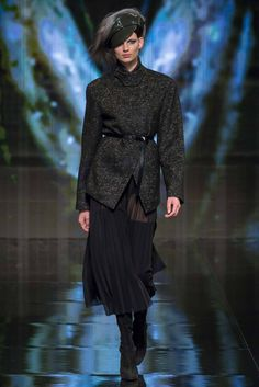 See all the Collection photos from Donna Karan Autumn/Winter 2014 Ready-To-Wear now on British Vogue Ny Fashion Week, Fashion Wear, Latest Fashion Clothes, Runway Fashion, Fashion Show, Fashion Design, Fashion 2014, Fashion Trends, Donna Karan