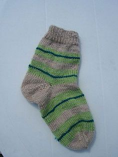 Chaussettes à 4 aiguilles, Modèle de tricot - Loisirs créatifs Baby Booties, Projects To Try, Barbie, Socks, Booty, Knitting, Craft, Desserts, Fashion