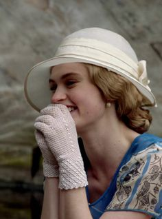Screenshot from Downton Abbey 4th season. Rose´s incredible gloves.