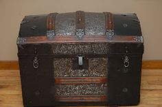 Beautifully Restored Antique Arch Top Steamer Trunk Chest Old Trunks, Vintage Trunks, Trunks And Chests, Antique Trunks, Trunk Redo, Trunk Makeover, Vintage Suitcases, Vintage Luggage, Antique Chest