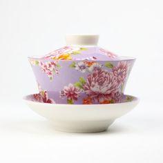 Cette petite tasse à couvercle et soucoupe est un outil de prédilection spécialement pour l'infusion des thés...
