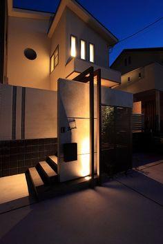お出迎えの灯り 株式会社アーキッシュデザイン 大阪府F様邸-Lighting Meister Muji Style, Entry Ways, Interior And Exterior, Entrance, To Go, Mansions, Lighting, Architecture, House Styles