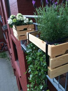 Balcony boxes Ikeahack - HANDMADE Kultur - Trends and I have a difficult relationship. Balcony Bar, Balcony Plants, Outdoor Balcony, Balcony Design, Garden Planters, Outdoor Decor, Balcony Gardening, Garden Stones, Window Boxes
