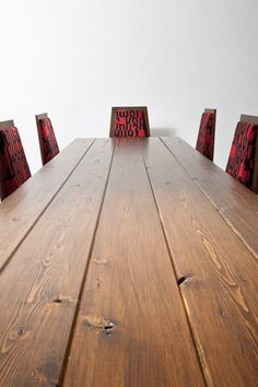 This is a beautiful farmhouse table with an antiqued steel base. Table top is made from salvaged old barn wood from the midwest. Rustic Western Decor, Rustic Table, Farmhouse Table, Dining Table Chairs, Dining Set, Dining Rooms, Kitchen Dining, Farm Style Table, Salvaged Furniture