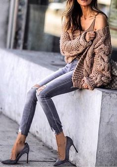 Lovely Outfit Ideas To Finish This Fall With Style women's brown knit jacket and distressed gray denim fitted jeans Winter Fashion Outfits, Fall Winter Outfits, Spring Outfits, Autumn Fashion, Jean Outfits, Sweater Outfits, Casual Outfits, Distressed Denim, Shoes