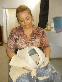 María de la Luz Rodríguez, ceramista cancunense.  Taller de cerámica Mata Ortiz del Maestro Eusebio Ortega Moreno, en Cancún, Quintana Roo, México.  http://dianawestrup.wordpress.com